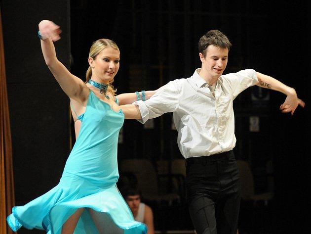 Studenti brodského gymnázia předvedli svoje taneční, pěvecké a moderátorské umění.