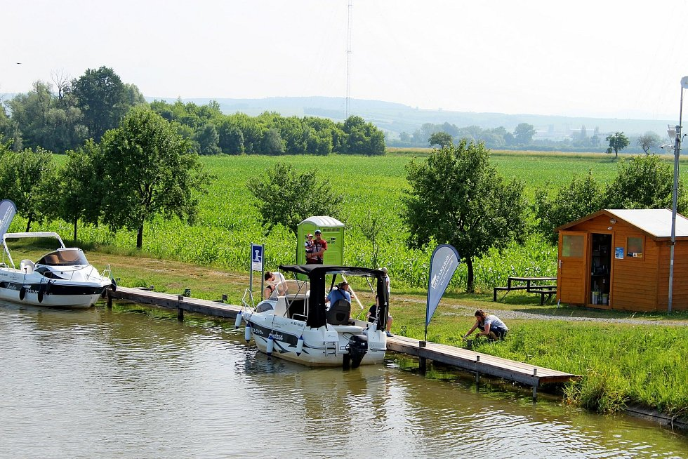 Prohlídka obce Babice.  Přístaviště na Baťově kanálu.