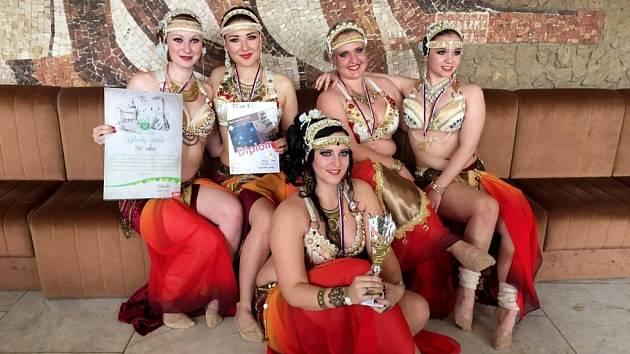 Břišní tanečnice z tanečního centra Layla Kunovice, zabodovaly v sobotu na prestižním festivalu Liptov Orient Festival v Liptovském Hrádku.