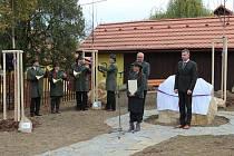 Před Muzeem lesnictví a myslivosti na Buchlově, byla v pátek 26. října ke čtyřem před pár dny vysazeným lipám slavnostně zasazena lípa pátá.