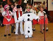 Sálem kulturního domu v Horním Němčí doslova až po strop zaplněným návštěvníky i skupinkami vystupujících se o druhé lednové sobotě mohl pochlubit 6. ročník tamního Hopsáckého plesu.
