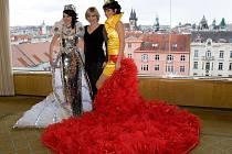 Novoveská návrhářka představila v Praze své další exkluzivní modely.