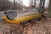 V neděli odpoledne skončil na střeše u silnice řidič vozidla Daewoo Matiz. Mezi Bunčem a Modrou zřejmě vlivem vysoké rychlosti po projetí horizontu dostal smyk a vyjel mimo vozovku, kde havaroval.