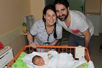 Jitka a Drahomír Hlaváčovi s novorozeným Mikulášem odpočívají v porodnici.