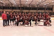 Ostrožský výběr se v rámci oslav výročí devadesáti let založení hokejového klubu utkal s legendami Zlína.