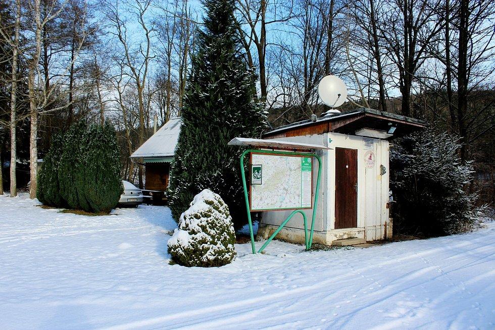 Kemp v zimním hávu. Od Autoklubu Staré  Město jej koupila obec Velehrad. Přišel na necelé tři miliony korun.