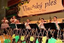 Ve sportovní hale v Hluku se v sobotu konal 5. vinařský ples.