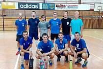 Staroměšťané na domácím turnaji obsadili třetí místo. Horní řada zleva: Pomykal, Vašíček, Vodička, Žák, Škorec a Ptáček, v podřepu zleva Bláha, Maděra, Dřímal a Skyba.