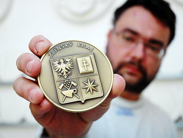 Krajský soubor se zrodil pod rukama sochaře a medailéra Andrého Víchy.