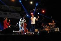 Dan Bárta s Triem Roberta Balcara vystoupil v pátek 25. července na Hello Jazz Weekendu