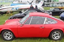 Jedenáctý sraz majitelů aut značky Porsche projel Zlínským krajem. Jednou ze zastávek bylo i Letecké muzeum v Kunovicích.