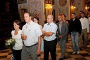 LETNÍ KURZ. V poutním Velehradě se jej zúčastnilo 77 manželských párů, které zde obnovily při slavnostní bohoslužbě manželský slib. O jejich děti se v průběhu kurzu starali mladí pečovatelé.
