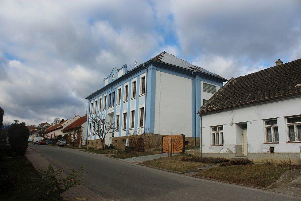 Modrá, Obec na úpatí Chřibů.