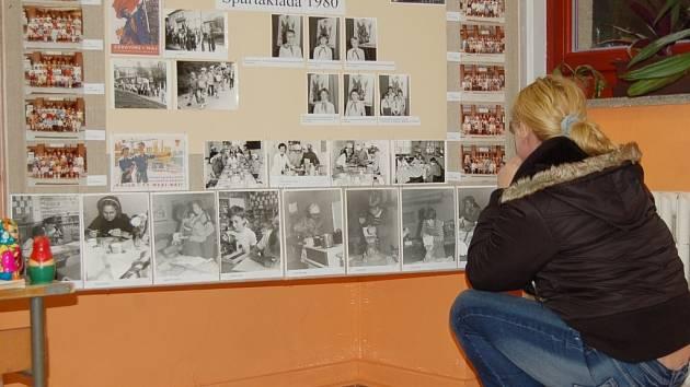 Historii polešovické základní školy přiblížila i výstava fotografií.