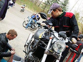 Ověřit výkon svého stroje si nechal nejeden motorkář.