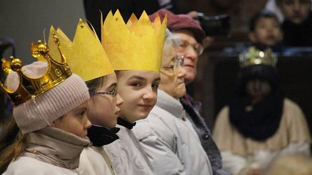 Slavnostní mše v uherskohradišťském kostele sv. Františka Xaverského znamenala oficiální přivítání letošní Tříkrálové sbírky.