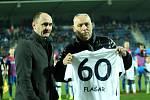 Fotbalisté Slovácka (v bílých dresech) vyzvali v posledním letošním domácím zápase Viktorii Plzeň.