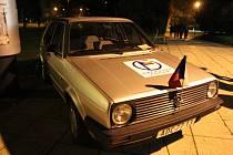 Volkswagen Golf Václava Havla ve středu 30. října večer zaparkovaný před kinem Hvězda v Uherském Hradišti byl pomyslnou třešničkou na dortu jedné z připomínek 30 let od sametové revoluce.