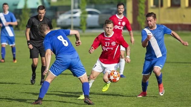 Uherskobrodský Lukáš Jaroněk (v červeném dresu)