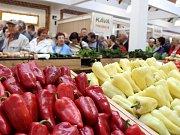 Otevření Slovácké tržnice si nenechaly ujít davy návštěvníků.