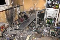 Výbuch tlakové láhve bar zcela zničil.