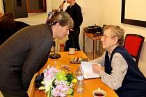 Vyprávění Věry Sosnarové o ruských gulazích bylo autentickým poselstvím pro návštěvníky besedy Sibiřské jahody. Foto: Zdeněk Skalička