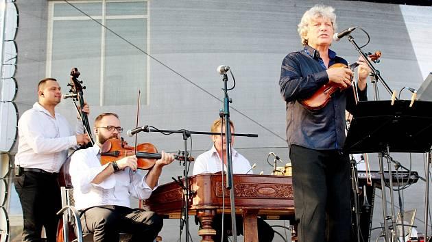 Tisíc posluchačů se vnedělním podvečeru nechalo unášet osmým Velkomoravským koncertem.