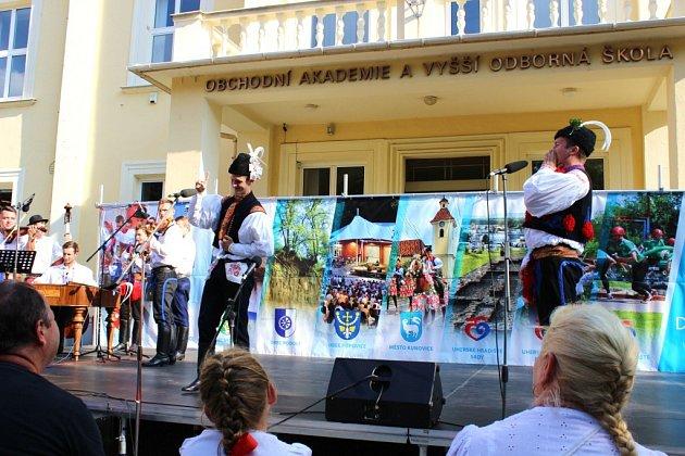 Ze soutěže verbířů mikroregion Dolní Poolšaví, asi poprvé a naposled vsoutěži verbířů bylo duo-jeden zpíval a druhý tancoval. Tanečník   před soutěží ztratil hlas.