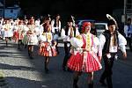 V PLNÉ KRÁSE. Letošní jankovické hody měly všechno, co k nim patří. Stárky, práva, muziky, tance i kladení věnců k památníku padlých.