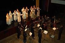 Soubor Hradišťan a orchestr a sbor The Czech Ensemble Baroque a jejich netradiční provedení České mše vánoční Jana Jakuba Ryby