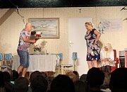 Salvy smíchu se rozléhaly v pátek 14. června večer z areálu Obecnice v Košíkách. Na tři stovky diváků tam totiž náramně bavila úspěšná komedie Biomatka aneb běž do řiti s kus-kusem bánovského Divadelního spolku Pod lampú