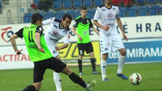 Jediným úspěšným střelcem Slovácka byl v duelu s Mladou Boleslaví (1:1) Libor Došek (vpravo). Kanonýr modrobílých zaznamenal ve 30. minutě patnáctou trefu v sezoně.