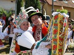 Soutěžní pár číslo 7 – Kateřina Pěnčíková a Jakub Machala, starší stárci na hodech v Ostrožské Lhotě 24. – 26. července.