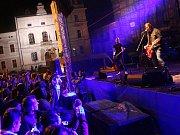 Jubilejní desátý ročník Slováckého beachového léta zahájil svým hodinovým vystoupením Michal Hrůza.