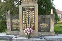 Válečný hrob v Havřicích.