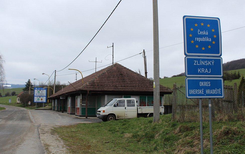 Prohlídka Březové, vesnice pod Velkým Lopeníkem na moravsko-slovenském pomezí. Hraniční přechod se Slovenskem