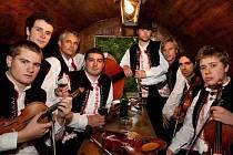 Cimbálová muzika vydala druhé CD. Petr Gablas je čtvrtý zleva.