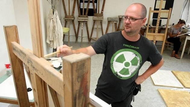 III. mezinárodní malířské sympozium – Hradišťský plenér.  V popředí malíř Roman Hudziec.