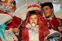 Královského večera, při němž dochází k předání vlády mezi minulým a budoucím panovníkem vlčnovské jízdy králů, se letos účastnilo i čytřiačtyřicet vladařů z období roků 1950-2017.