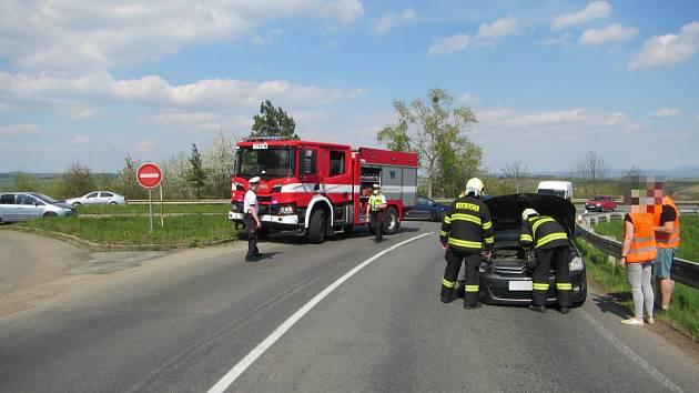 Nehoda osobáků ve Zlechově skončila jen pomačkanými plechy