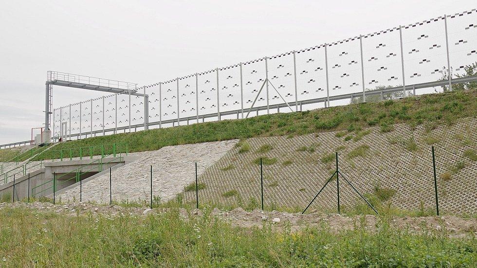 Speciální ochranné ptačí sítě poprvé použijí na D55 u Polešovic.