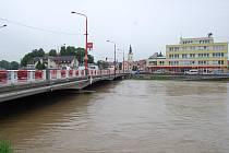 V úterý ve 12 hodin byla řeka Morava necelý metr od spodní části zábradlí. Řekou Moravou v té chvíli protékalo 638 metrů krychlových vody za sekundu.