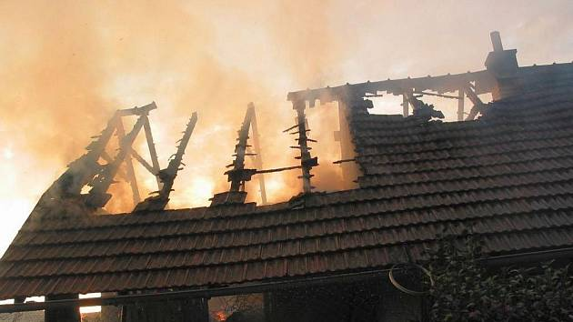Požár hospodářské budovy v Havřicích.