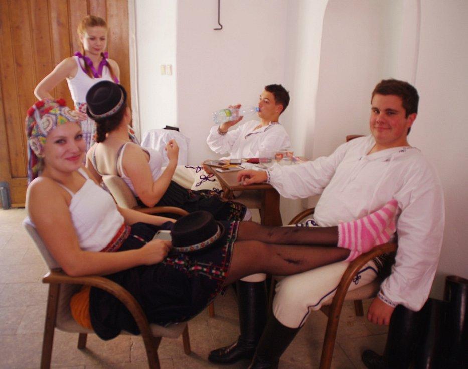 Mikroregion Bílé Karpaty na Slováckých slavnostech vína a otevřených památek na nádvoří Galerie Slováckého muzea v Uherském Hradišti.