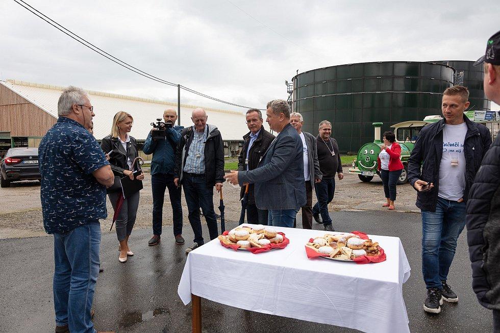 V posledním srpnovém dnu si obec Dolní Němčí, coby vítěze celostátního kola Vesnice roku 2018 a jeho tradice prohlédla hodnotící komise soutěže Evropská cena obnovy vesnice. V Agro Okluky.