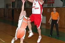 Fotopostřeh: bezhlaví rytíři řádili na basketbale v Uherském Brodě.