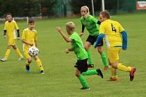 V Ostrožské Lhotě se po dlouhých pěti letech hrálo mistrovské utkání žáků. Domácí tým (zelené dresy) porazil Topolnou 3:2.
