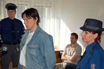 Za bodnutí přítele nožem odešla v pondělí 25. května dvaačtyřicetiletá Radmila Pietruchová z Ostravy od vsetínského okresního soudu s trestem 26 měsíců nepodmíněně ve věznici s dozorem