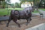 Kovozoo ve Starém Městě se může díky tvořivým lidem a uměleckým kovářům rozrůst o další zvířata.
