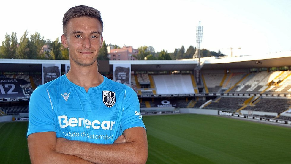 Jednadvacetiletý brankář fotbalistů Slovácka Matouš Trmal podepsal s klubem Vitória Sport Clube z Guimarãesi smlouvu do roku 2025. Foto: vitoriasc.pt